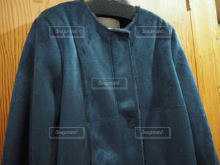 フェイクムートンの紺色コートの写真・画像素材[1865543]