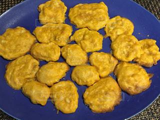 まるでチキンナゲットのような失敗作ー間食用クッキー(パンケーキ)の写真・画像素材[1877627]