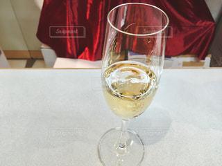 デパートの催事の有料試飲コーナーの本格シャンパンの写真・画像素材[2030154]