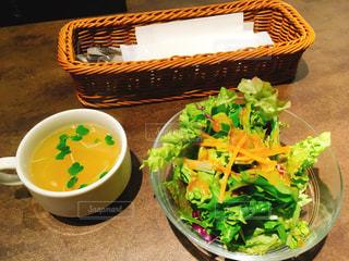 ランチのサラダとスープの写真・画像素材[2058685]