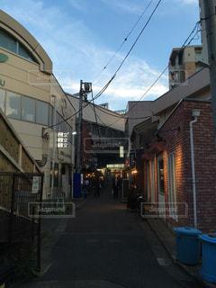 レトロなちょい飲み居酒屋がある溝の口南口の写真・画像素材[2099712]