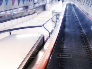市ヶ谷駅の動く歩道の写真・画像素材[2178420]