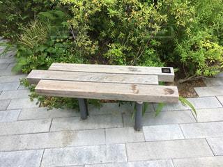 木製のベンチの写真・画像素材[2181594]