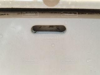 汚い白い洗面台の写真・画像素材[2212382]