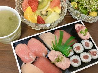 スーパーのお寿司を自宅で楽しむの写真・画像素材[3097923]