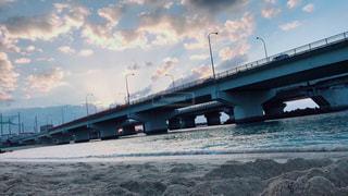 夕暮れの浜辺の写真・画像素材[1067347]