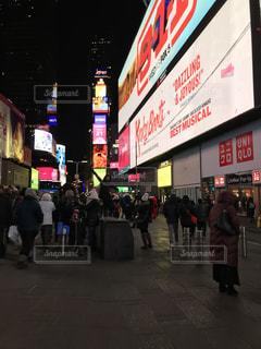 通りを歩く人々 の群衆 - No.1067521