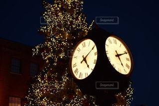 時計とクリスマスツリー(トロント)の写真・画像素材[1069757]