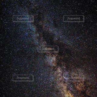 近くの青い空、天の川の写真・画像素材[1068094]