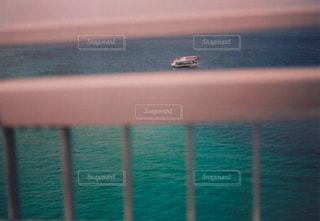 沖縄の海を眺めての写真・画像素材[1070782]