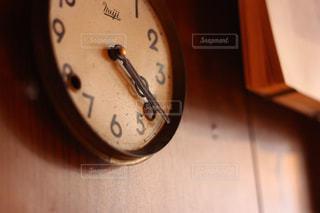 レトロな壁掛け時計の写真・画像素材[2177345]