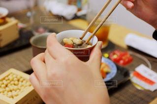 節分料理を食べる女性の写真・画像素材[2888470]