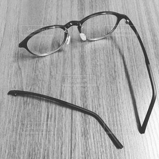 壊れた眼鏡の写真・画像素材[1069928]