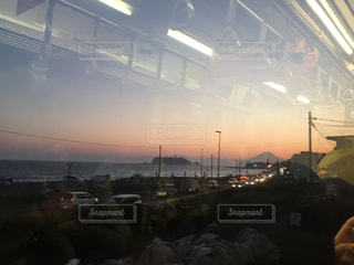 江ノ電からの車窓(夕焼け)の写真・画像素材[1139952]