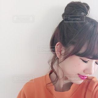 微笑む女性の写真・画像素材[1072248]