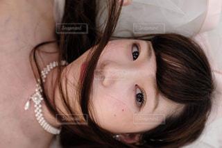 近くの女性のアップの写真・画像素材[1072327]