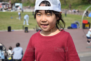 帽子を被った女の子の写真・画像素材[1100767]