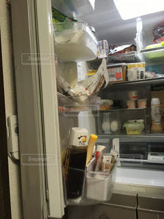 オープン冷蔵庫は食べ物でいっぱいの写真・画像素材[1523314]