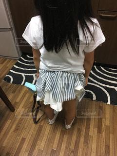 後ろ!スカートが大変な事になってるよ!の写真・画像素材[1525682]