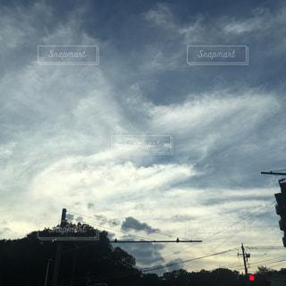 曇りの日のトラフィック ライトの写真・画像素材[1533867]