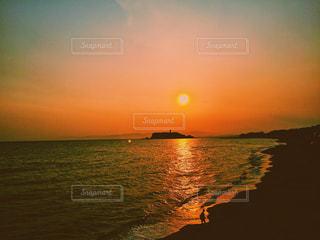江ノ島に沈む夕景の写真・画像素材[1074751]