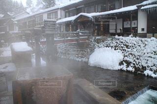 雪に覆われた建物の写真・画像素材[1273227]