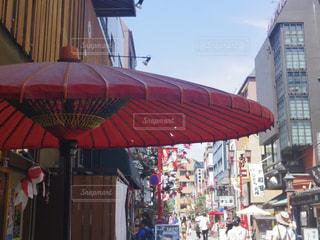 赤い傘の写真・画像素材[1075684]