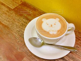 テーブルの上のコーヒー カップの写真・画像素材[1683669]