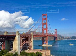 ゴールデンゲートブリッジと雲の写真・画像素材[1077071]