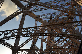 橋を渡る列車の写真・画像素材[1073494]