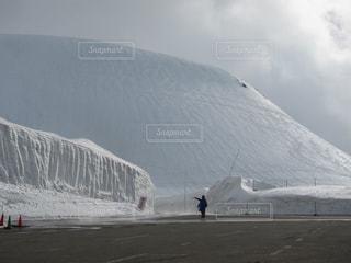雪の大谷の写真・画像素材[1090111]