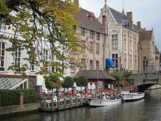 ブルージュの運河の写真・画像素材[1090142]