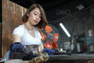 琉球ガラス村で手作りグラス体験の写真・画像素材[1080598]