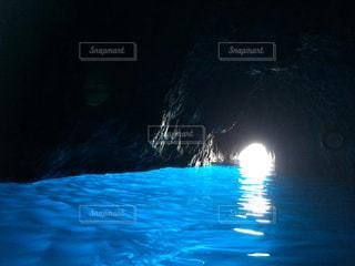 カプリ島、青の洞窟の写真・画像素材[1074142]