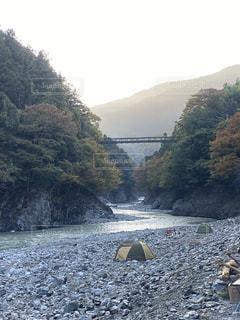 河原キャンプの朝の写真・画像素材[2775239]
