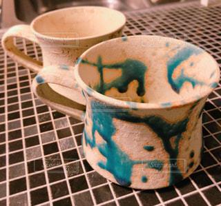 テーブルの上のコーヒー カップの写真・画像素材[1610177]