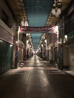 夜の商店街の写真・画像素材[1610186]