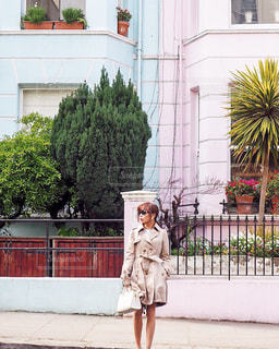 Waking around Notting Hill - No.1075225