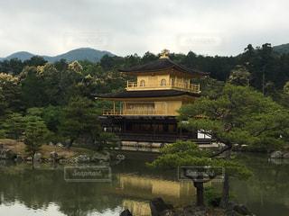 水面に映る金閣寺の写真・画像素材[1075395]