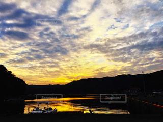 大分佐伯の船着場の夕陽の写真・画像素材[1079728]