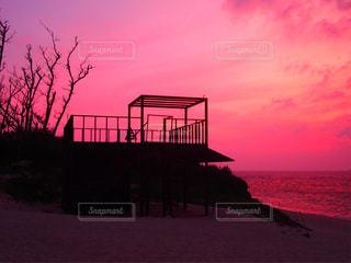 瀬底ビーチの夕景の写真・画像素材[1091751]
