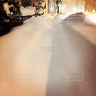 降り積もる雪、足跡もなくの写真・画像素材[1076546]