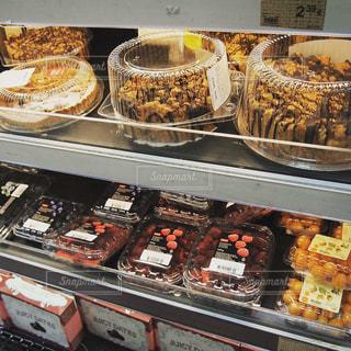 食品スーパー 棚 (リトアニア)の写真・画像素材[1077394]