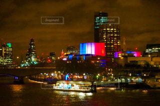 夜の街の景色の写真・画像素材[1076639]