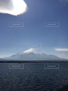 富士山と山中湖の写真・画像素材[1077237]