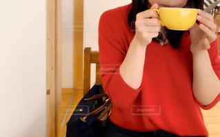 カップを飲む人の写真・画像素材[3006154]