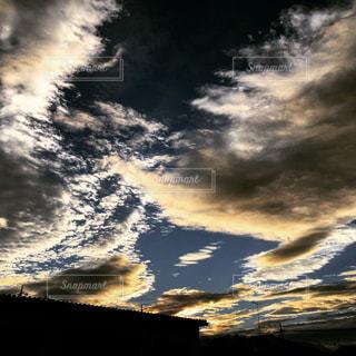 近くに空には雲の上の写真・画像素材[1079296]