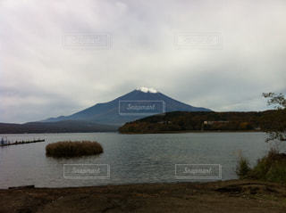 山に湖の写真・画像素材[1079134]
