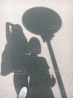 男の黒と白の写真の写真・画像素材[966205]