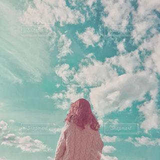 近くに空には雲の上の写真・画像素材[1550595]